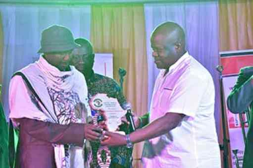 King Ndahura II (Left) recieves his award handed over to him by Mr. Radebe who represented  South African Ambassador