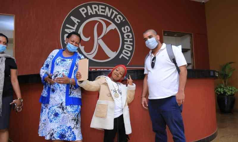Kampala Parents MD Rajiv Donates Tablets To Duo Rapper Fresh Kid, Felista To Study Online