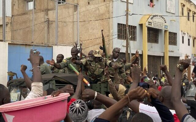 African Union Lifts Mali's Suspension After Releasing Prime Minister,11 Politicians Arrested During Military Coup