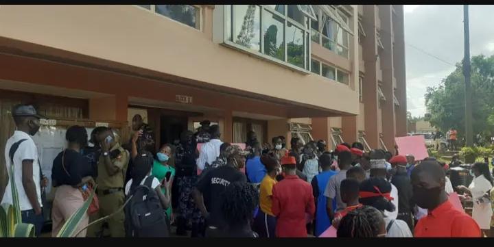 Kyambogo University Students On Strike Over Delayed Graduation, Online Lectures