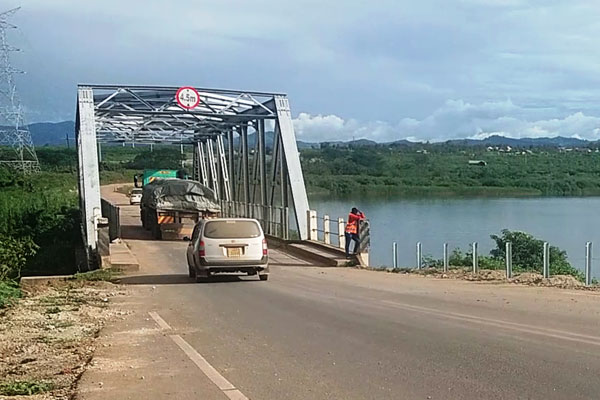 Gov't Rescues Kazinga Channel Users With Ferry As UNRA Closes Bridge For Rehabilitation Works