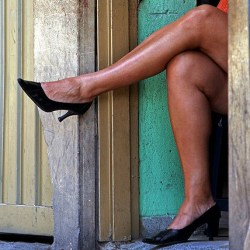 Prostitution-480px-Waiting_for_customers