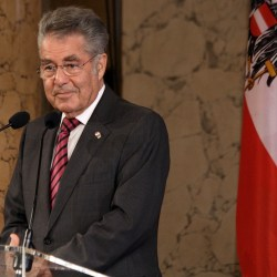 Fischer-Team_Austria_-_Olympic_Games_2012_-_reception_at_Hofburg_c04_Heinz_Fischer-CROP