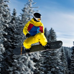 tirol-snowboarder_in_flight_tannheim_austria-soeren-wikimedia-flickr-crop