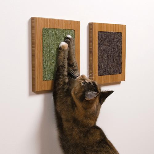 Itch Cat Scratcher in bamboo