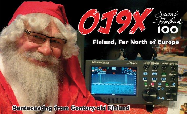 Joulupukki radioamatööriasemallaan.