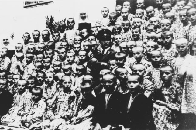 Јастребарско - српска деца са усташом