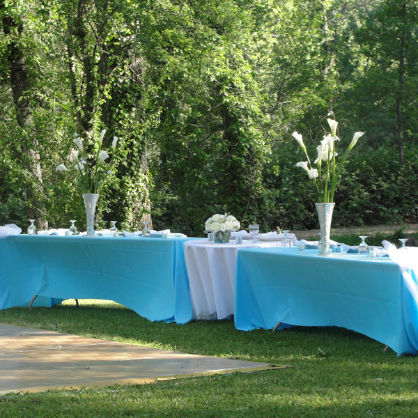 round and rectangular tables in an outdoor setting