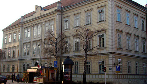 Prva gimnazija Varaždin: Učenici se ocjenjuju od 1 do 7 te ne polažu državnu maturu