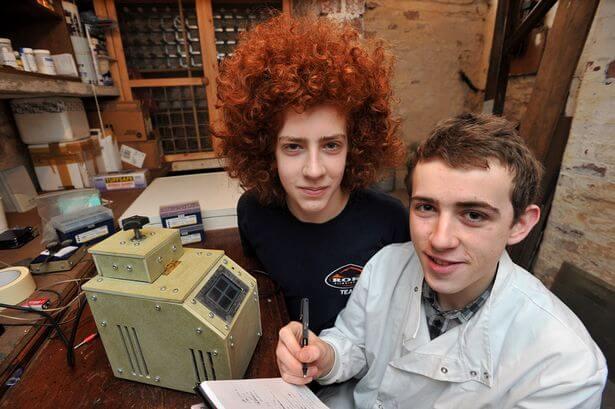 Tinejdžer (17) u sobi napravio DNA laboratorij kako bi saznao zašto je brat toliko različit od njega
