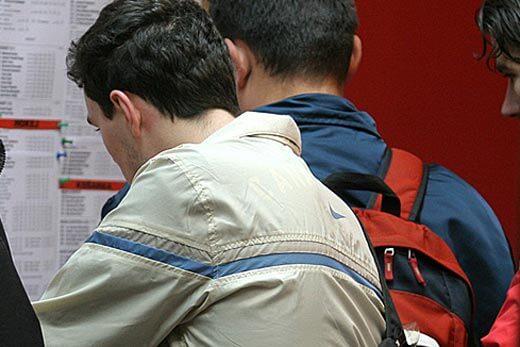 Veliki trend i problem: Mladi poslije škole odmah u kladionicu
