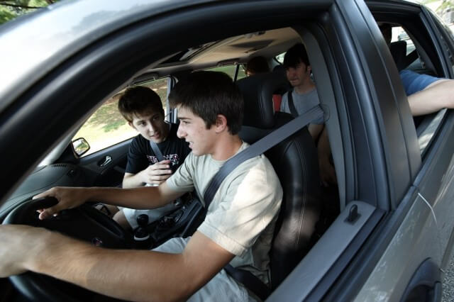 Mladi vozači na cesti opasniji od penzionera