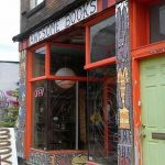 Awesome knjižara u Pittsburghu; izgled izloga opisan je pridjevom u nazivu