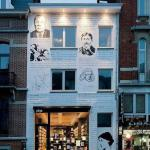 Ukrašavanje ulaza u knjižaru Ptyx u Bruxellesu zahtjevalo je zasigurno puno vremena i truda. Naime na fasadi su ispisani citati Virginie Woolf, Jorge Luis Borgesa te Jamesa Joycea te iscrtani njihovi profili
