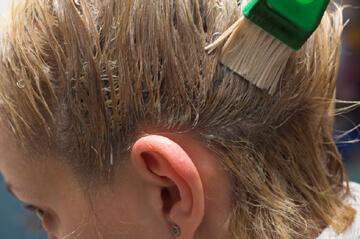 Ovako ćete najlakše vratiti prirodnu boju kose