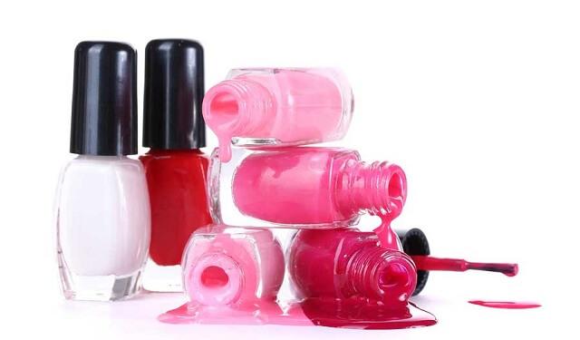 Korisni trikovi koje možete izvesti lakom za nokte