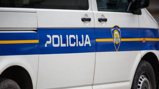 Drama u Vukovaru: Ispred škole se potuklo sedam osoba, privela ih policija