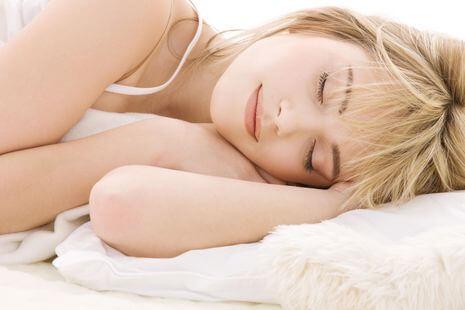 Postanite ljepši dok spavate uz nekoliko rutina
