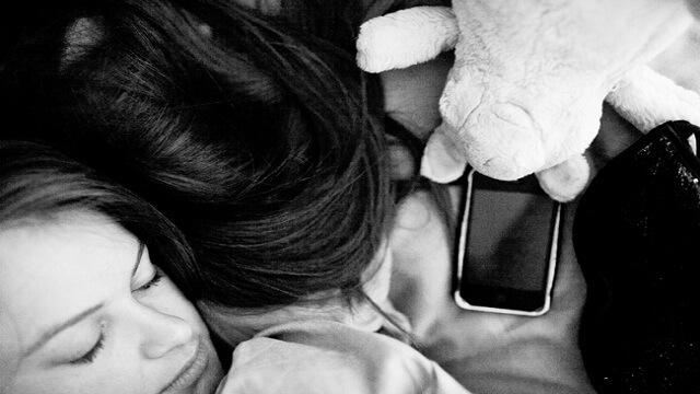 Izbacivanjem mobitela i drugih gadgeta iz spavaće sobe, mogli biste pobijediti pretilost!