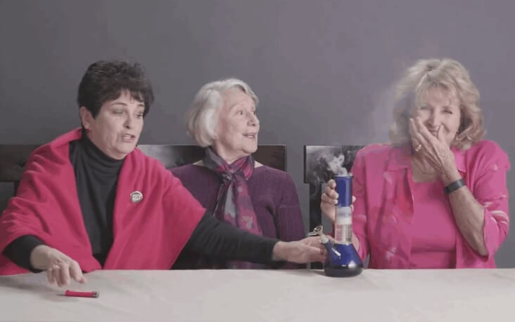 Video: Tri bake se odlučile po prvi put u životu napušiti