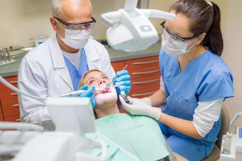 Završili školu za dentalne asistente u Splitu pa već 7 mjeseci ne mogu ni stažirati ni na burzu