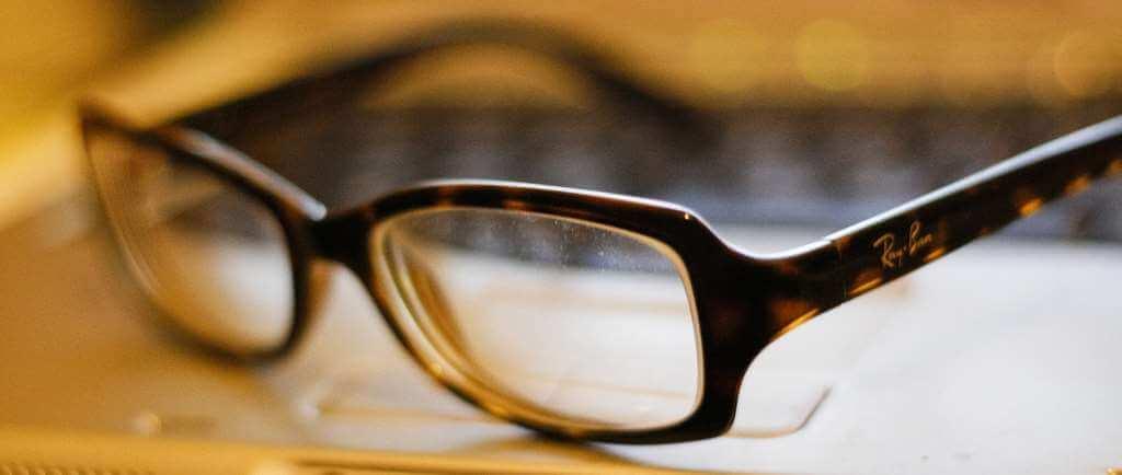 Zbog buljenja u mobitele do 2050. pola čovječanstva trebati će naočale