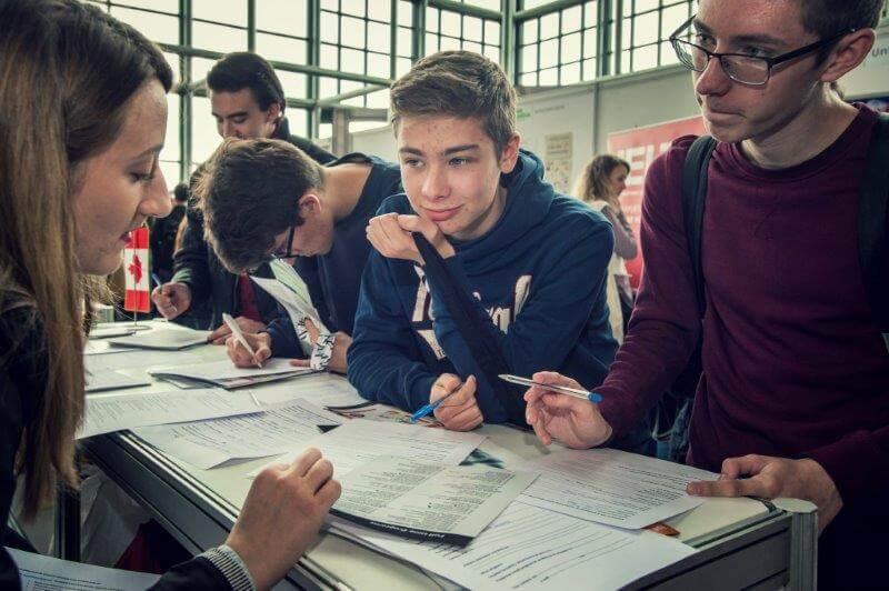 [Fotogalerija] Tisuće studenata i učenika danas se okupilo u predvorju NSK