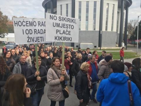 [FOTO] Studenti na Savi na jedinstven način podržali radnice SC-a: 'Tete niste same'