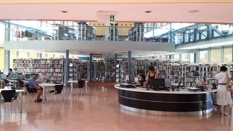 U suradnji s profesorima, ova gradska knjižnica učenicima nudi besplatne instrukcije