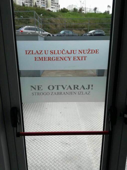Natpis na vratima splitskog fakulteta zbunio studente i internet