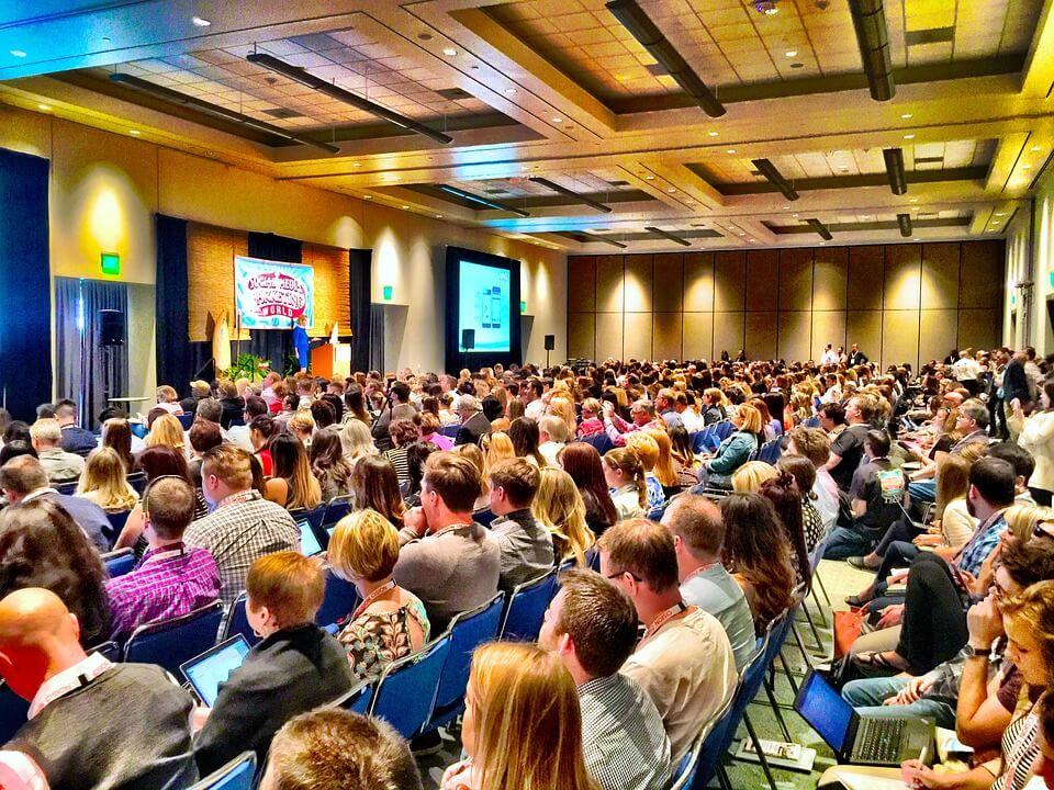 Zašto se isplati volontirati na konferencijama?
