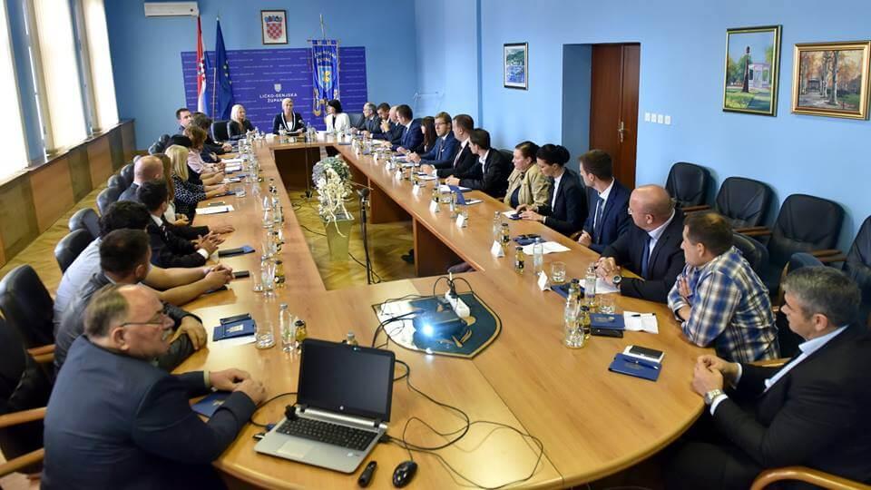 Neobičan poklon: Dekanica Veleučilišta u Gospiću predsjednici darovala prokazani plagijat