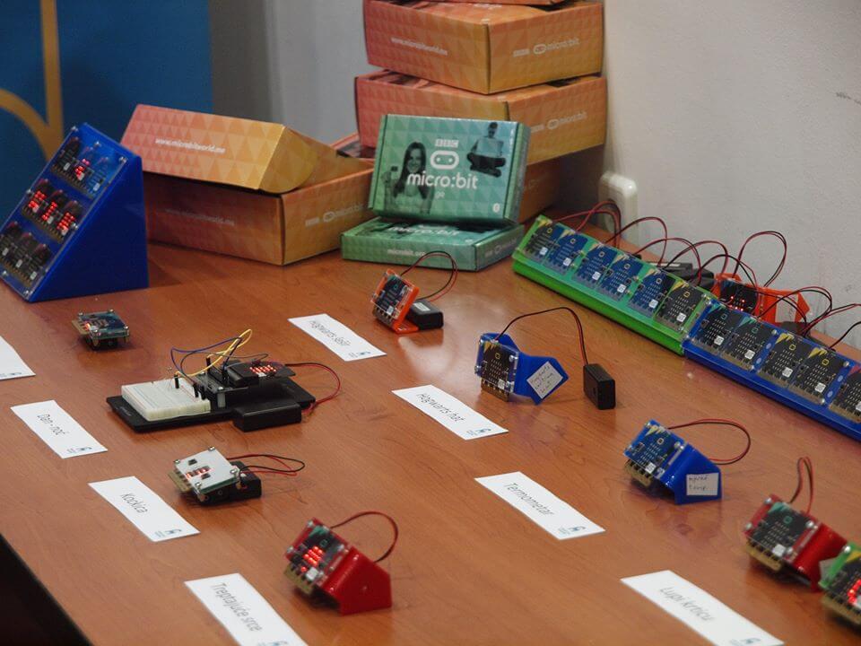 Izdvojili smo niz sjajnih stvari koje možete raditi na micro:bit računalima, koja ulaze u hrvatske škole