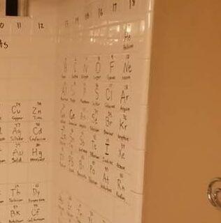 Ono kad toliko učiš kemiju da se ne stigneš odmoriti ni pod tušem, ali ni u kuhinji