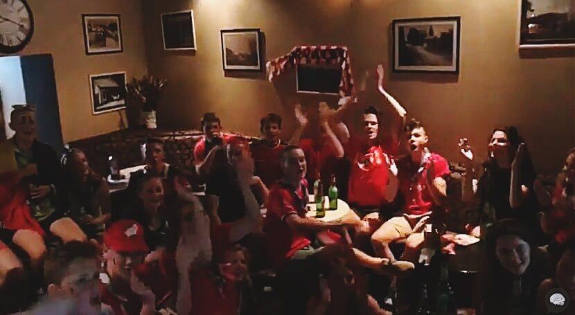 [VIDEO] Nesvakidašnji kaos u Lici: 30-ak mladih Belgijaca gromoglasno bodrilo svoju reprezentaciju u pohodu na četvrtfinale