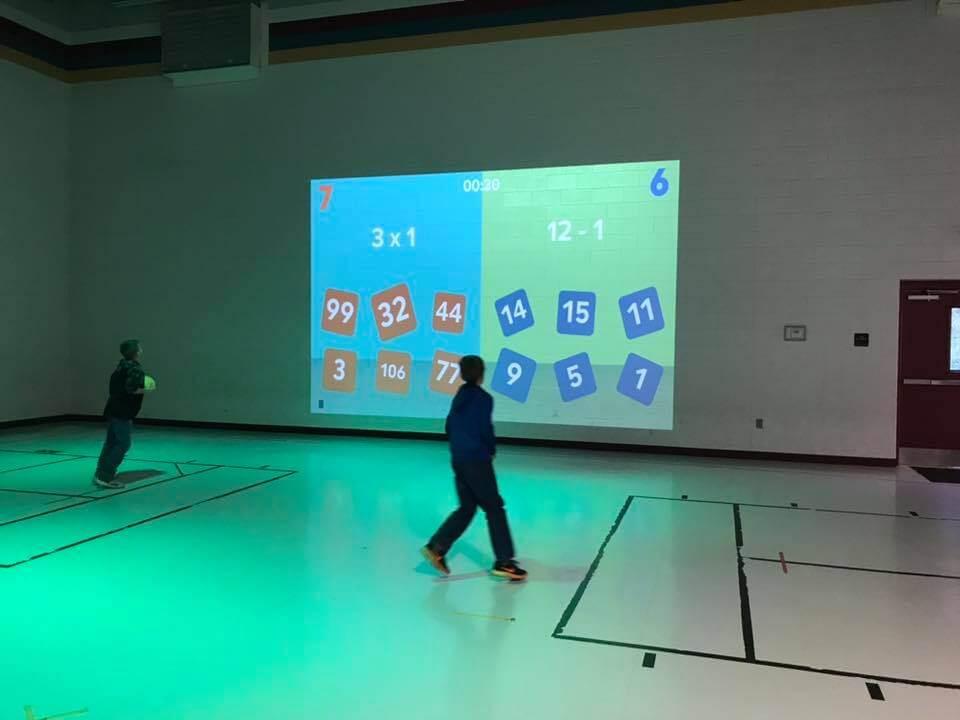 [VIDEO] Ovo još nismo vidjeli: Učenici matematiku vježbaju kroz igru na tjelesnom