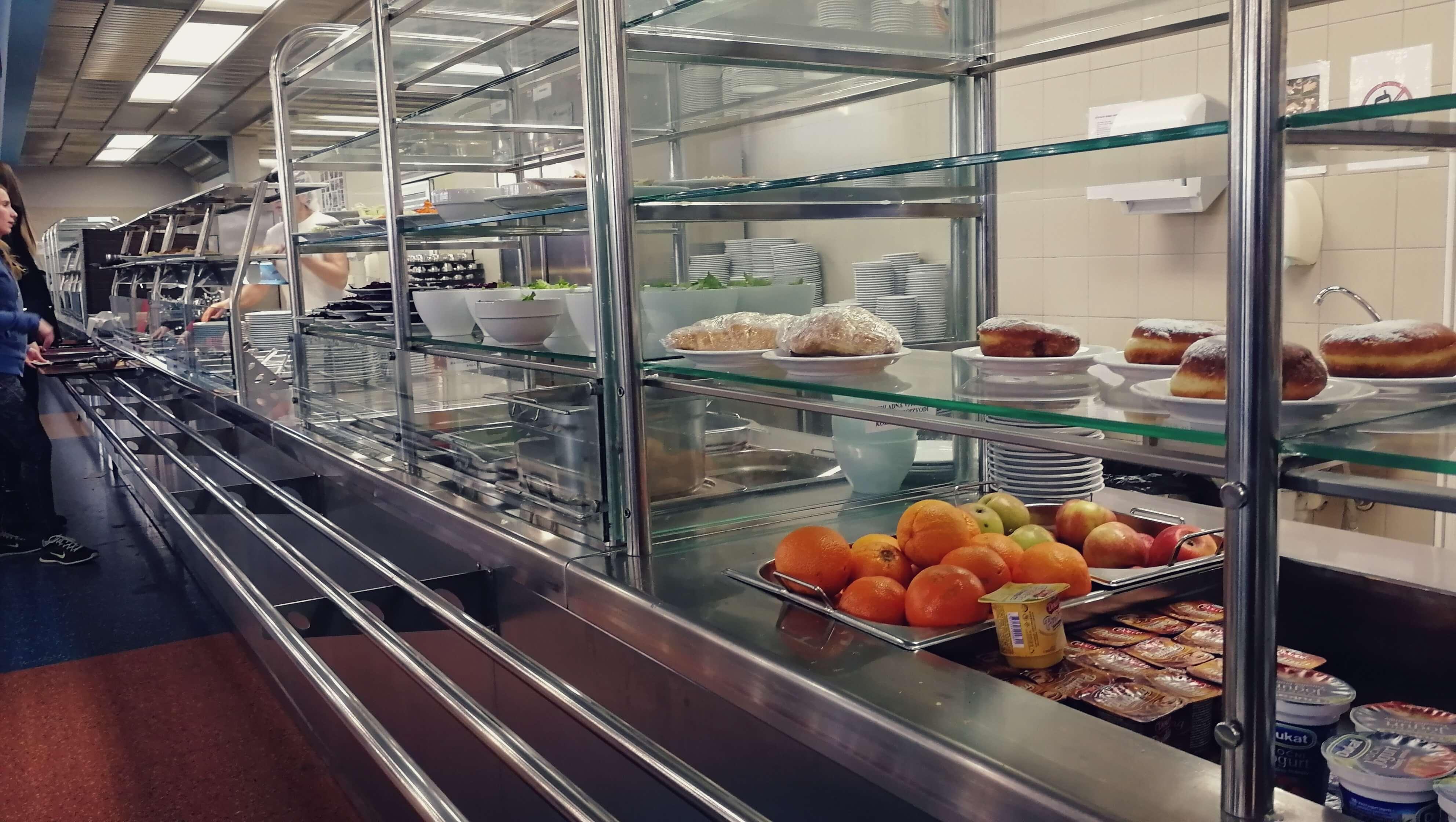 Mijenja se pravilnik o studentskoj prehrani: MZO kaže da je većina studenata spremna platiti više za zdravija jela