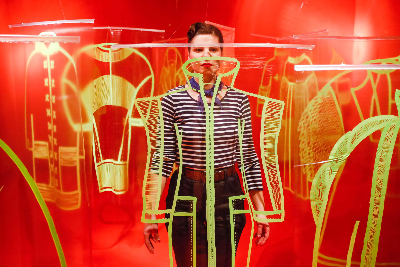 Posve neobična izložba na TTF-u gdje možete isprobavati neonsku odjeću