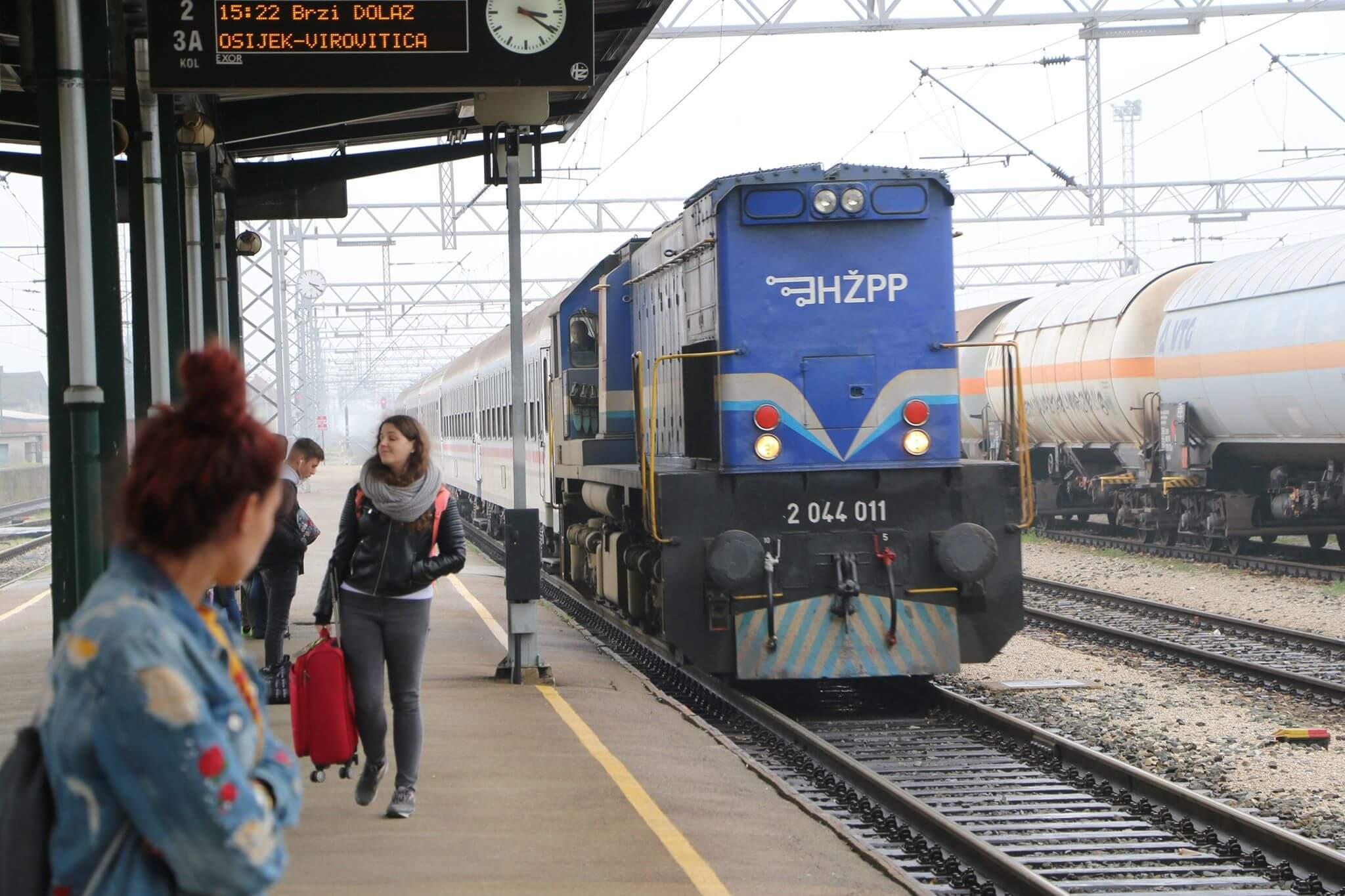 Kako je biti student u vlaku koji uvijek kasni i zašto je frend zbog HŽ-a skoro ostao bez kotača
