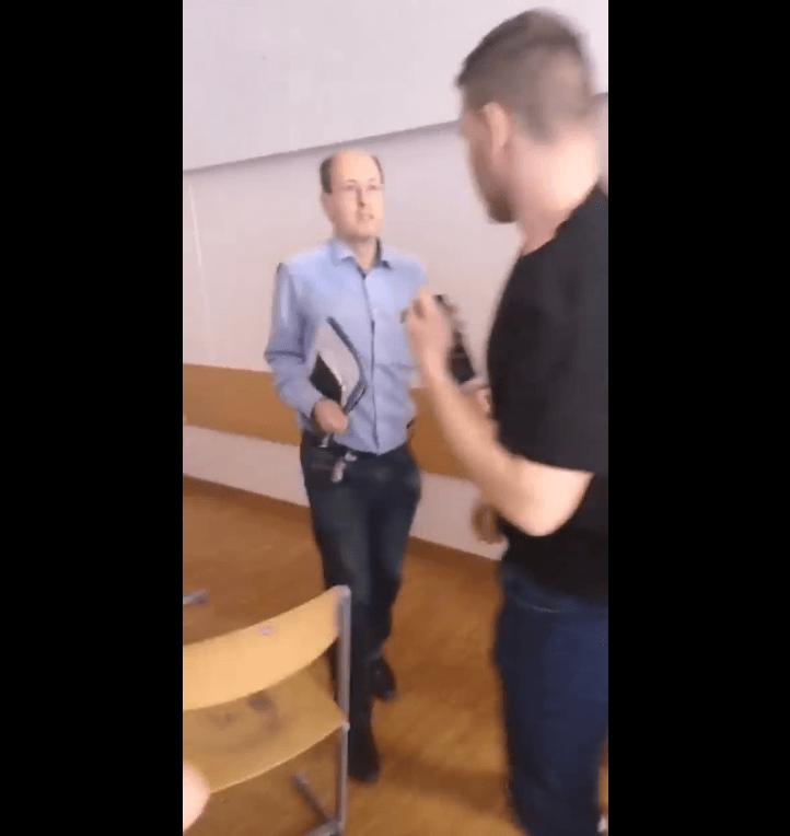 Profesor u Austriji pljunuo učenika zbog užičkog kola i remećenja nastave, mladić ga napao