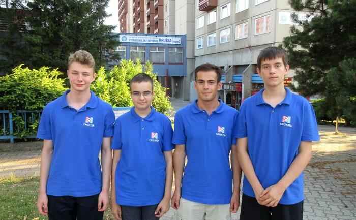 Kapa do poda i naklon: Naši mladi informatičarinose kući naramak medaljas Međunarodne olimpijade