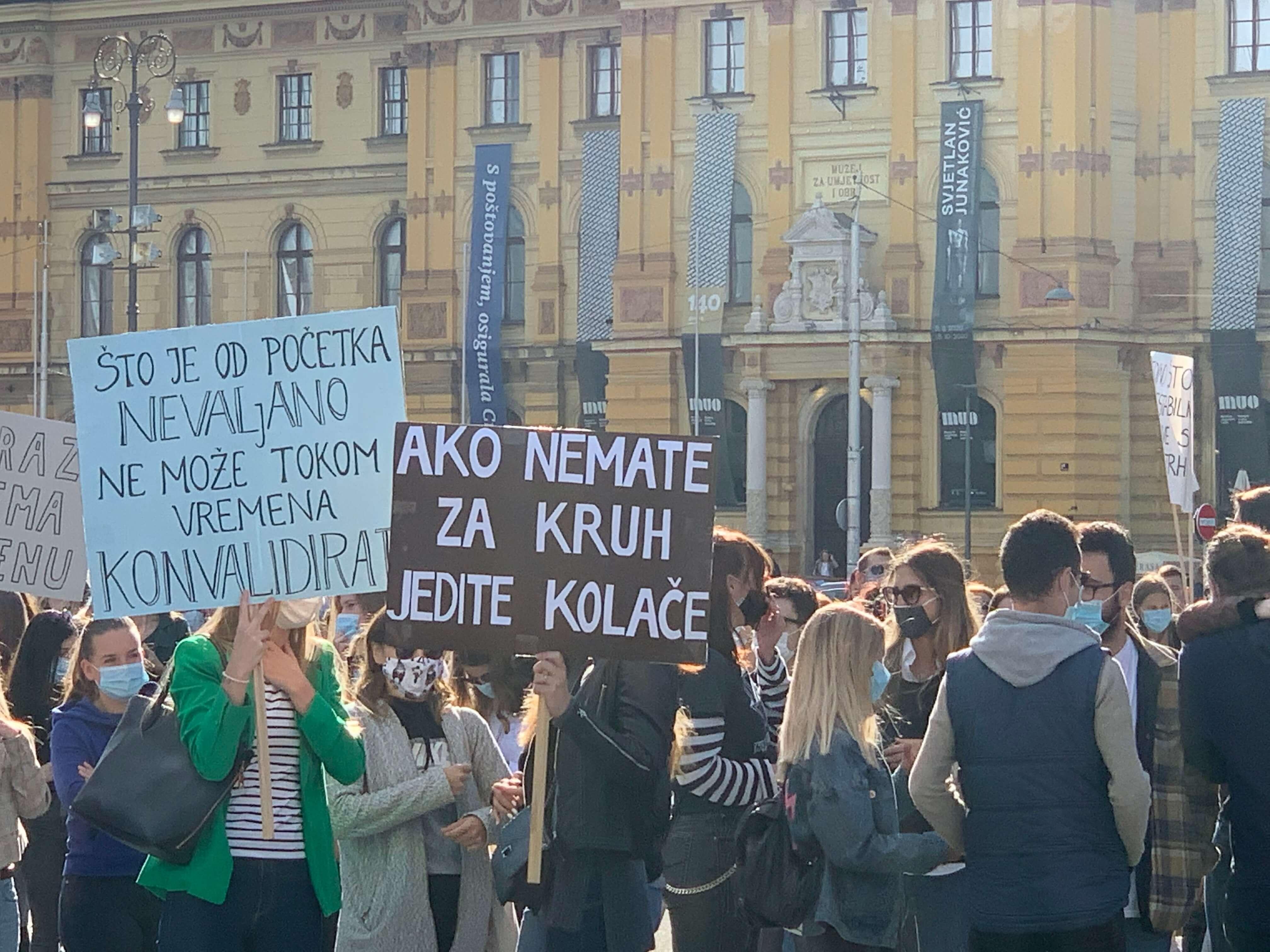 [FOTO] Studenti Prava baš su glasno prosvjedovali ispred HNK: Pogledajte najupečatljivije poruke