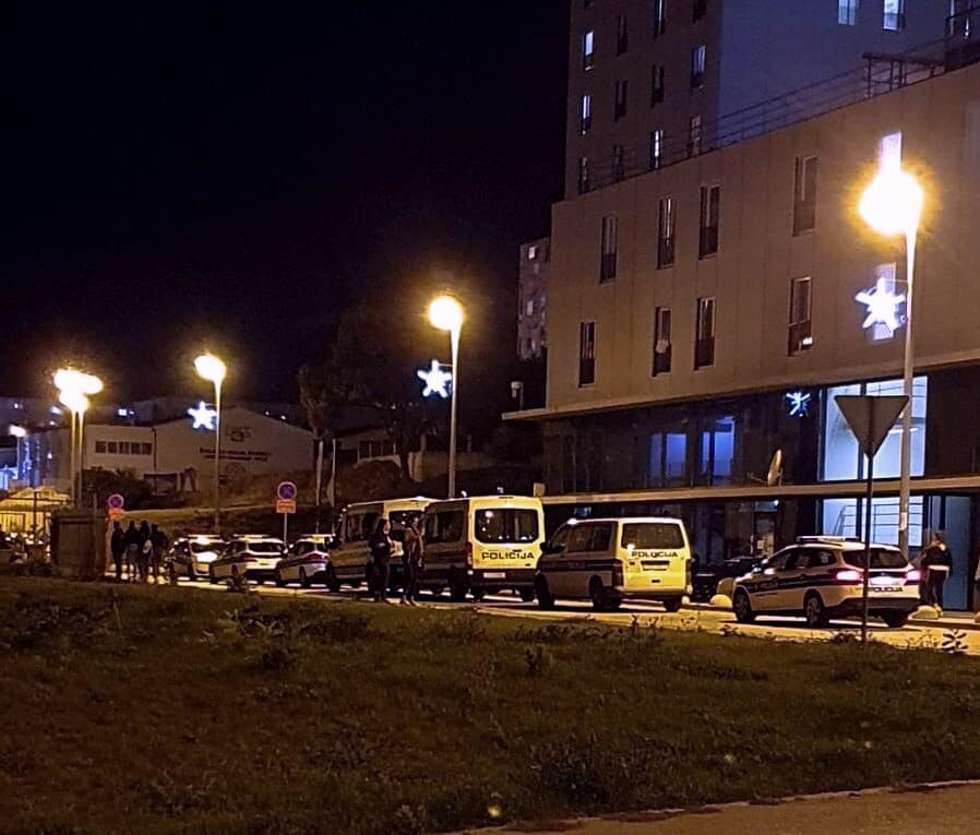 Krenulo je: Policija rastjeravala mlade na Kampusu, dvojica privedena, jedan napao policajca