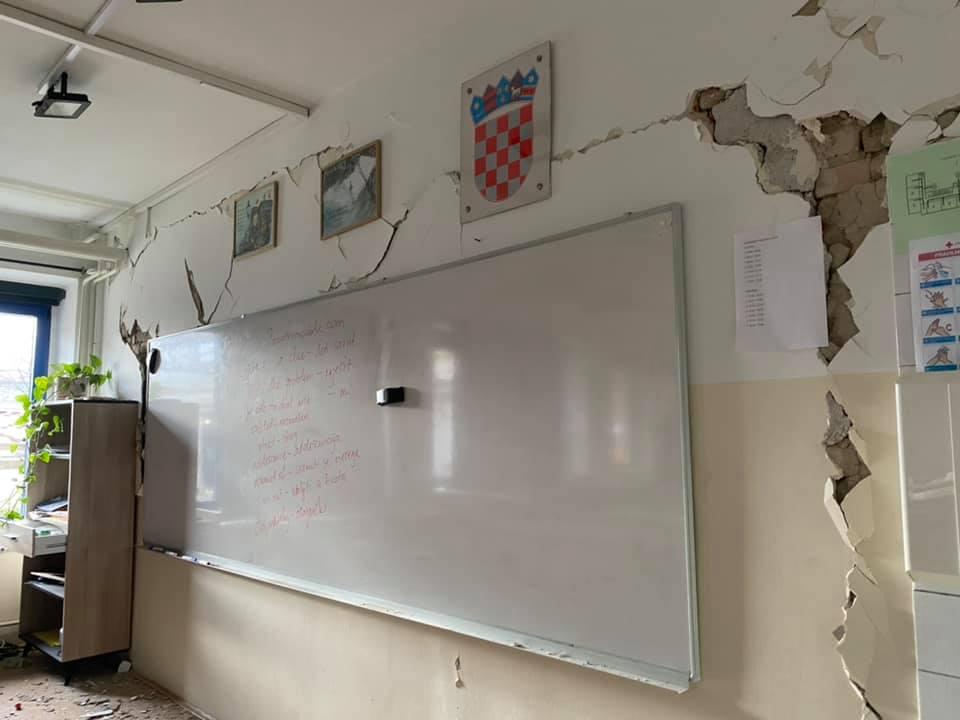 [FOTO] Potres je bio toliko jak da je stradala i škola u Zaprešiću, još se ne zna što će biti s nastavom