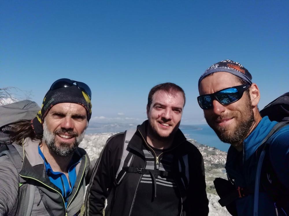 Kakav, doslovno, vrh nastavnik: Popeo se na planinu pa održao online sat geografije