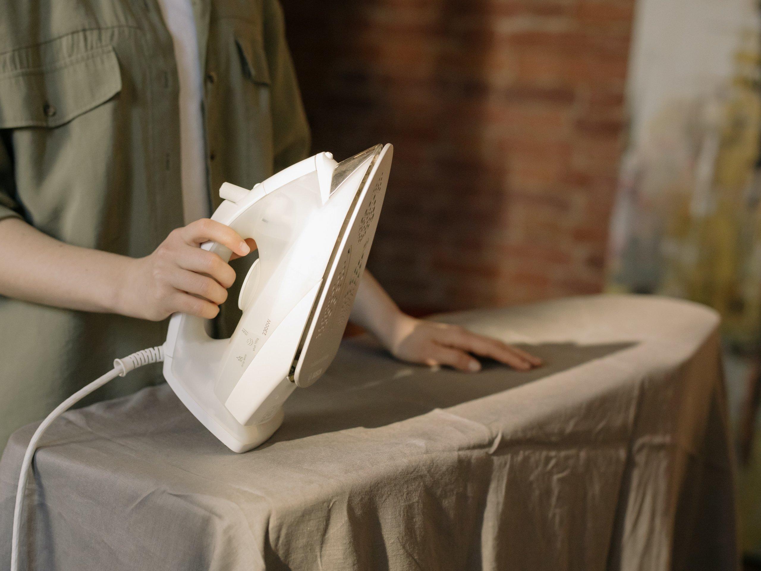 Kako olakšati najgori kućanski posao: Četiri savjeta koja pomažu kod peglanja