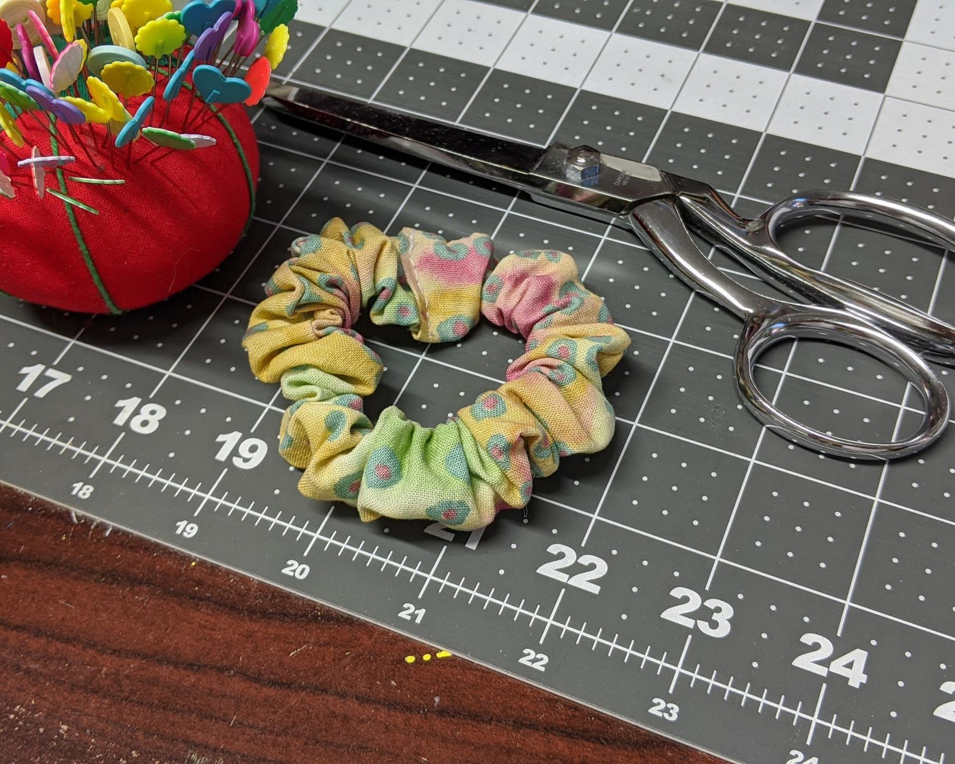 Idealan DIY projekt za danas: Znate li kako napraviti scrunchie?