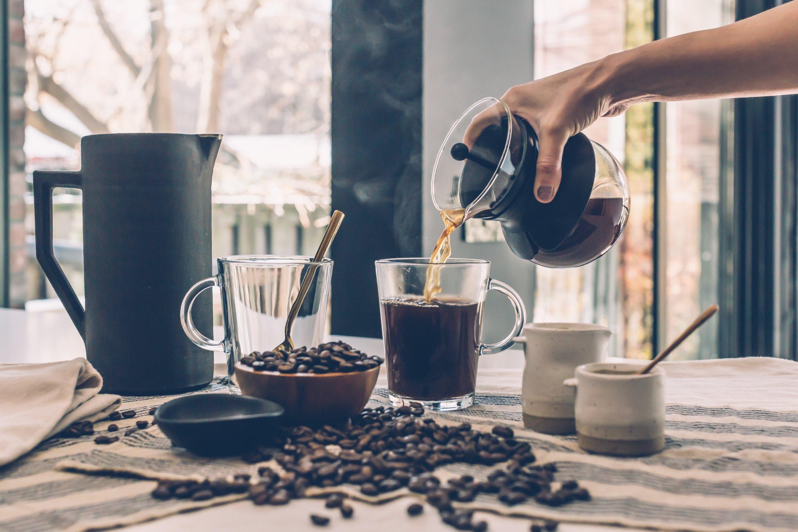 Nemojte se ozlijediti: Kratki vodič za sigurno ispijanje kave ljeti