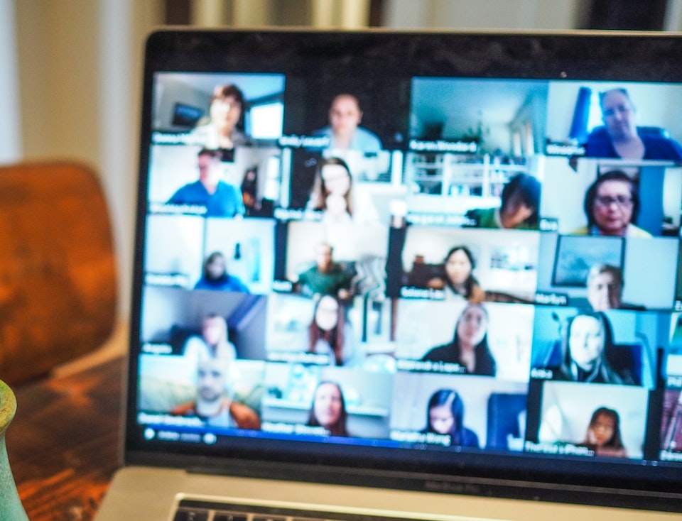 Učenicima je dosadno na online nastavi, pa su tražili youtubere da im upadaju na ZOOM satove