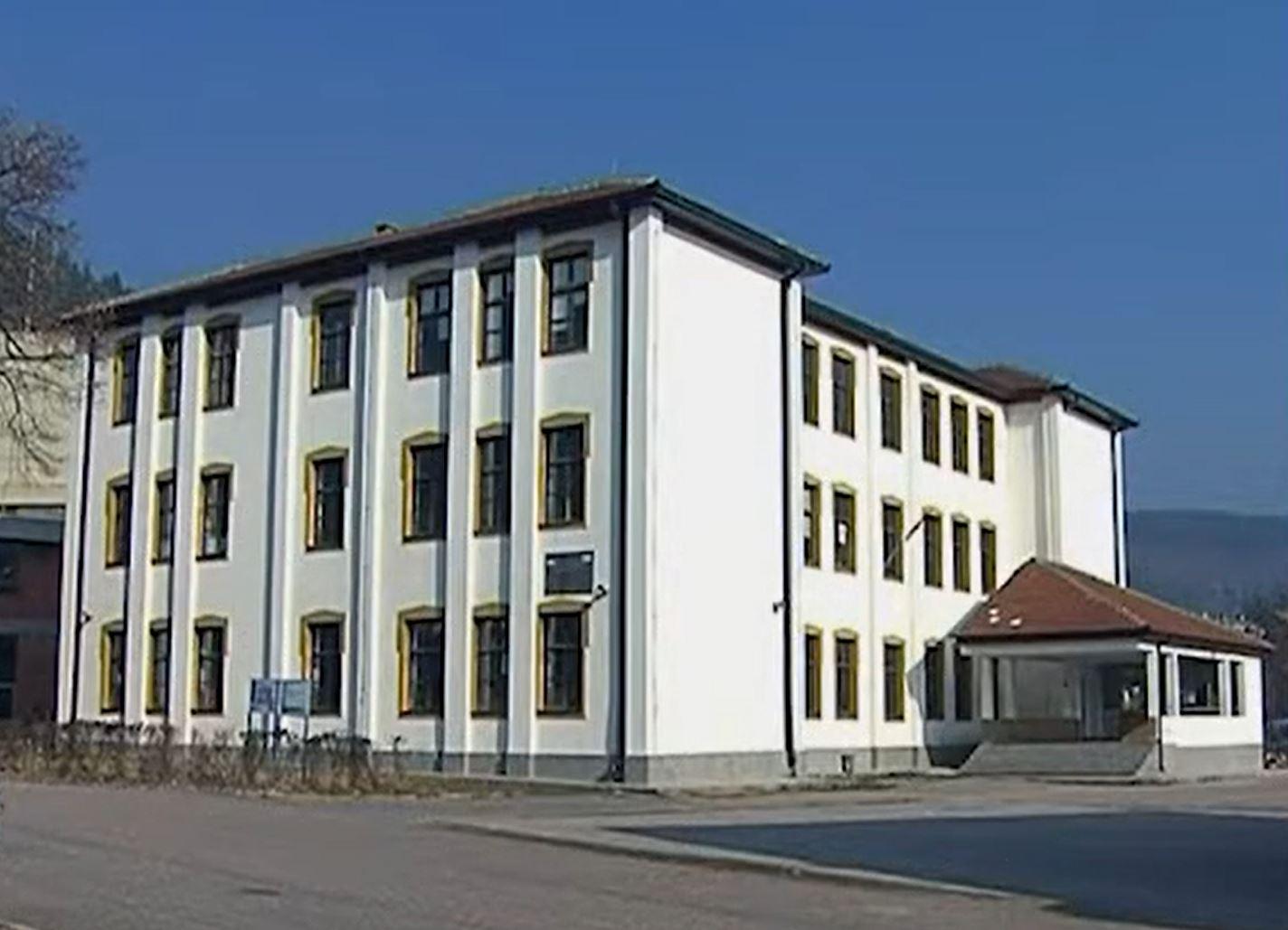 Skandal u Srbiji: Razrednik zaručio 15 godina mlađu maturanticu, prijeti mu zatvor